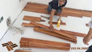 thi công sàn gỗ chống phồng rộp
