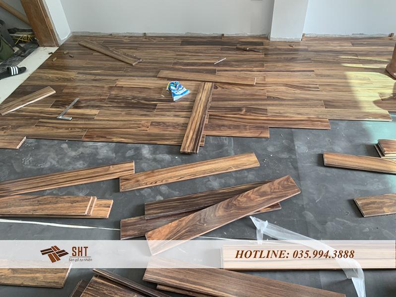 sàn gỗ nhà anh long trong quá trình thi công