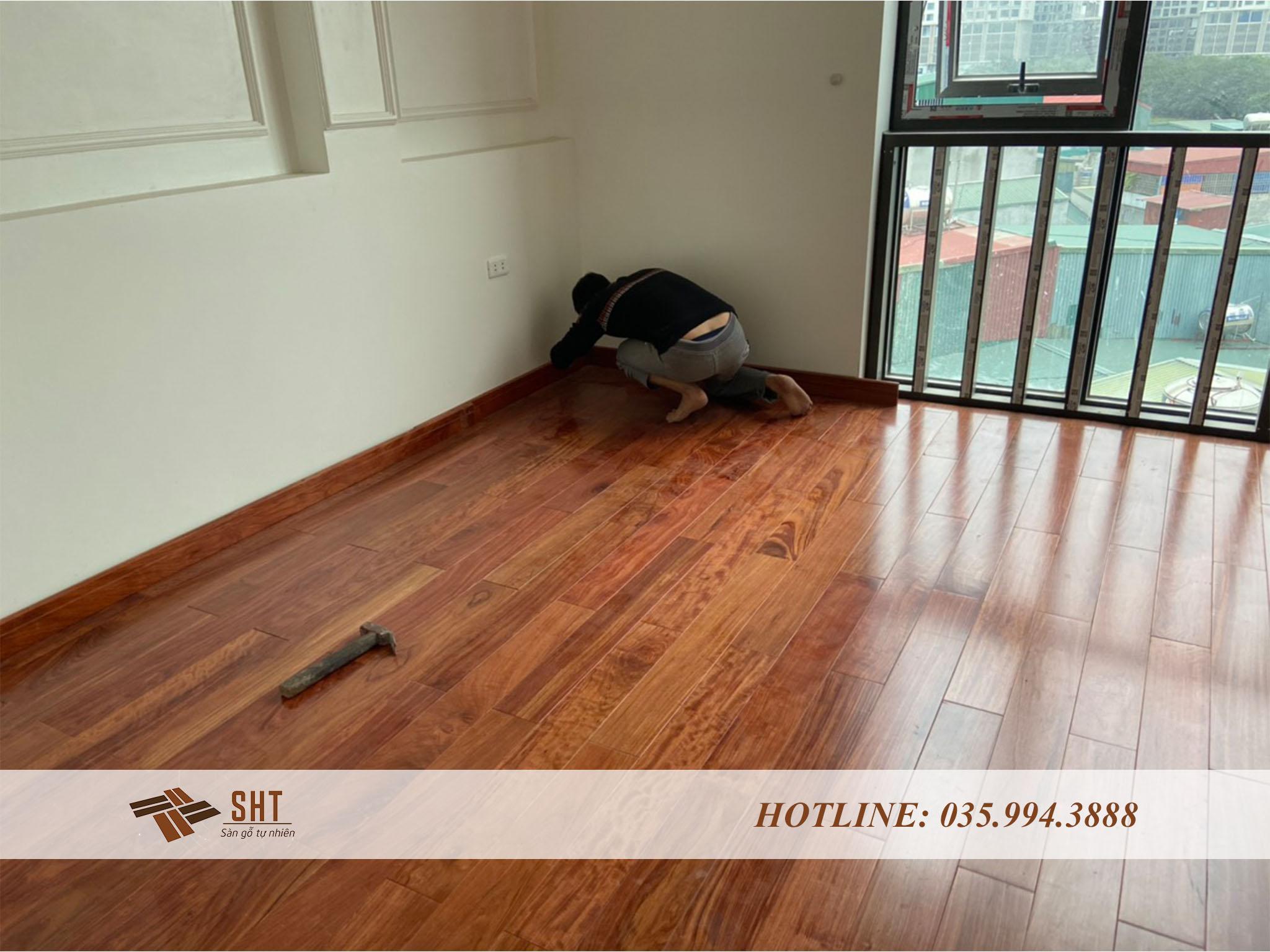 tiến hành lắp đặt sàn gỗ