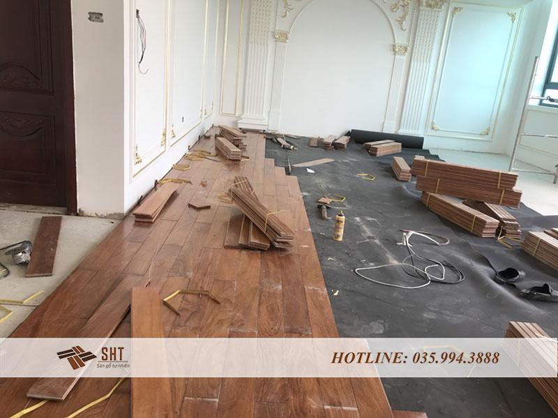 Quy trình lắp đặt sàn gỗ Gõ Đỏ tại căn hộ của anh Nghĩa