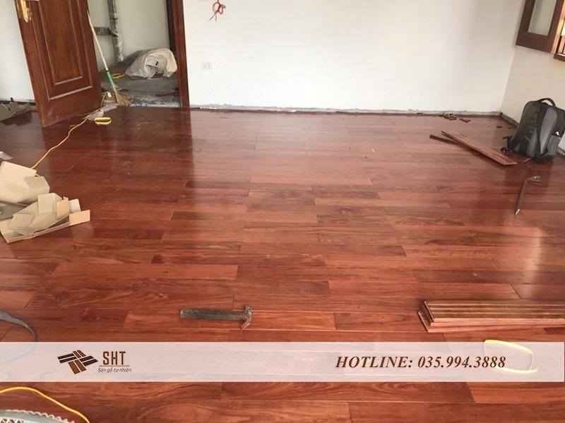 lắp đặt sàn gỗ tại nhà anh hưng