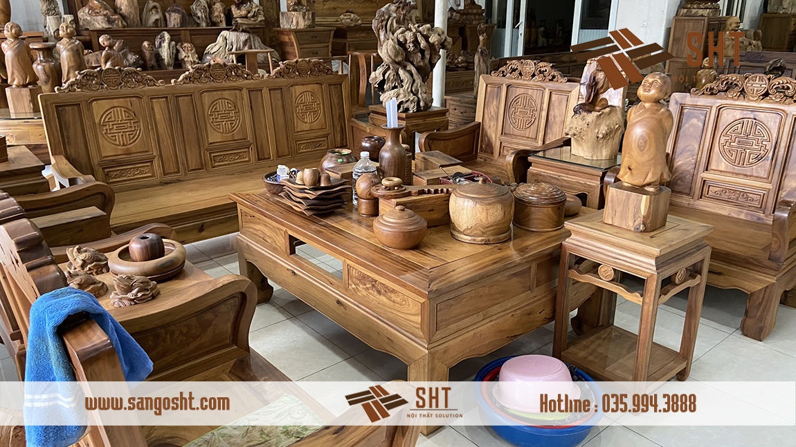 Bộ bàn ghế làm từ gỗ bách xanh
